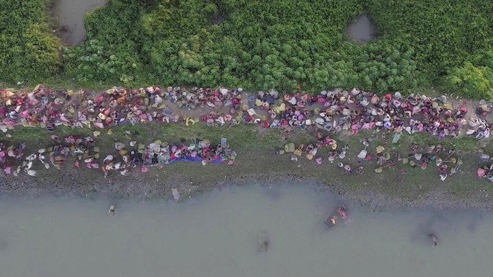 Rohingya Muslims entering Bangladesh - 16102017 3D Model