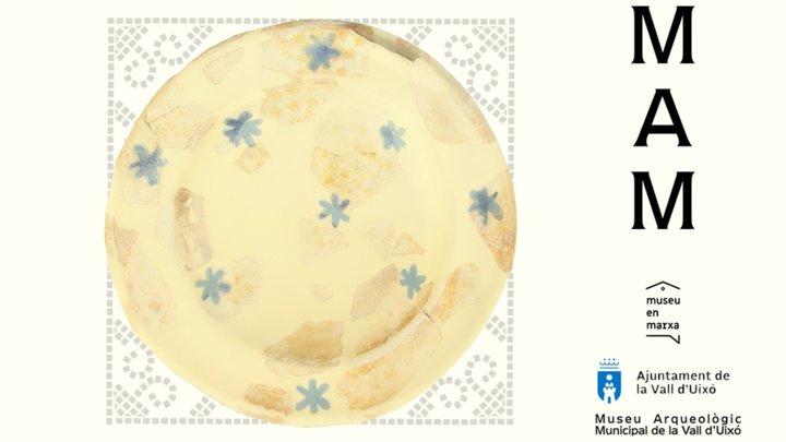 MAMUIXO 19/06 Plato de loza Dorada y Azul 3D Model